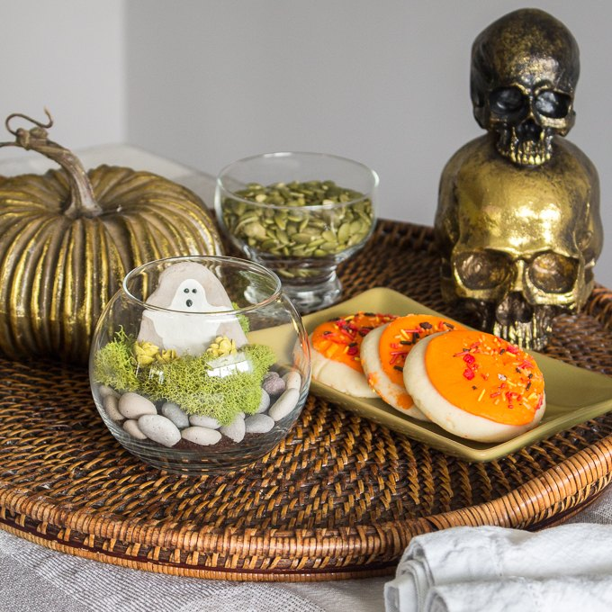 s 16 halloween decor ideas that ll be a huge hit at your party, Mini Halloween terrarium
