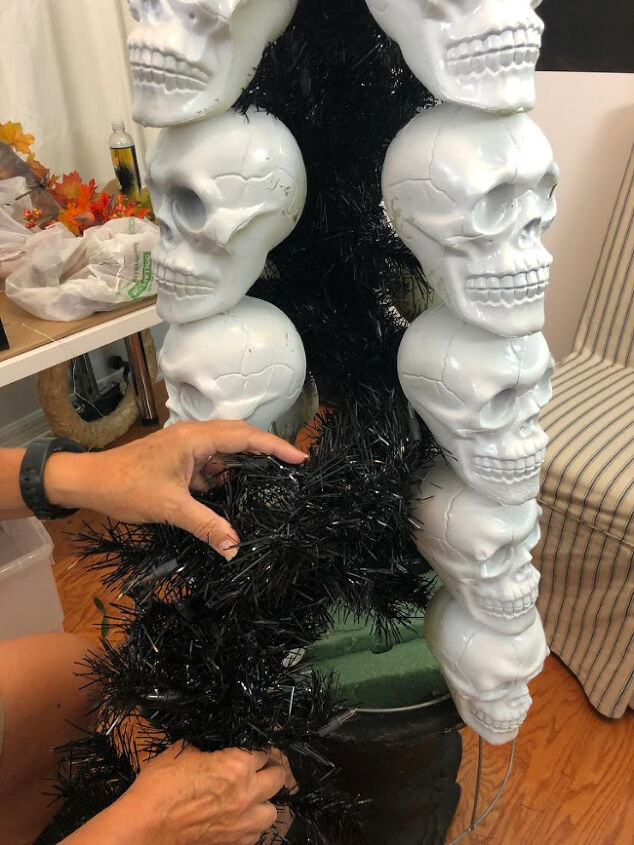 how to make a skeleton tree for halloween