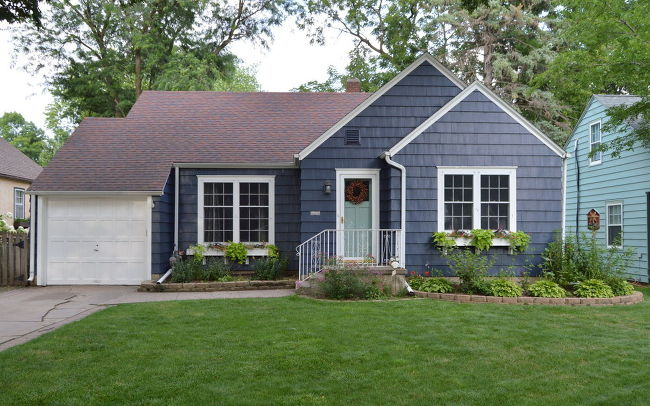 Grey Home Exterior Paint (Heidi)