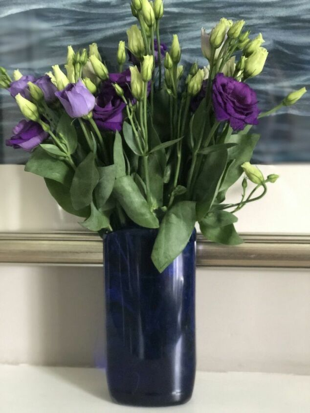 how to upcycle a plastic bottle into a flower vase