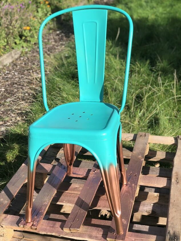 easy ombre effect with spray paint on a metal garden chair