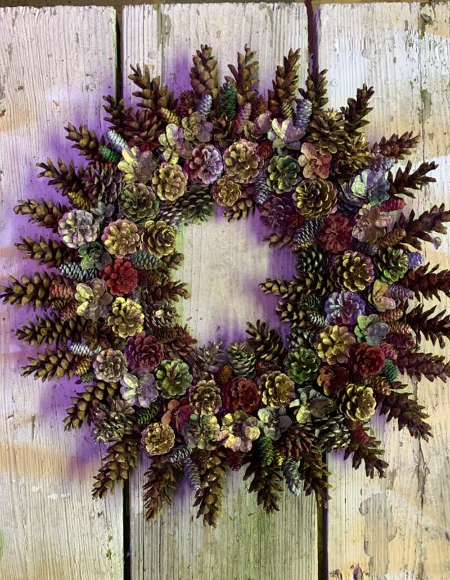 q who makes pinecone wreaths
