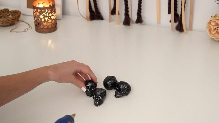 diy skull candlestick halloween decoration