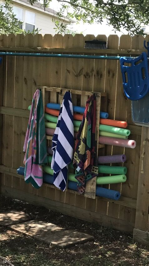 outdoor pool noodle pallet organizer