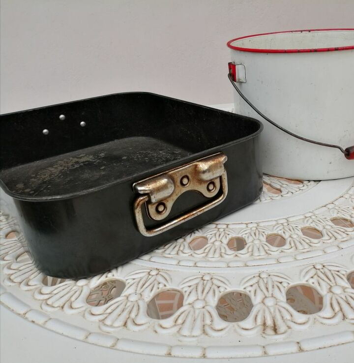 upcycle of baking tray using decoupage sealed with mod podge