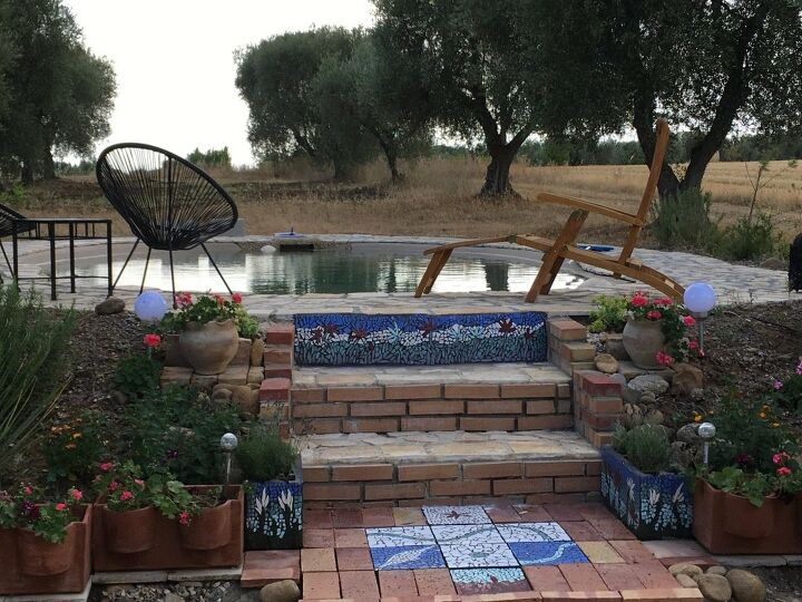 s outdoor pools, 1 Mosaic Outdoor Pool Surrounds Using Tiles