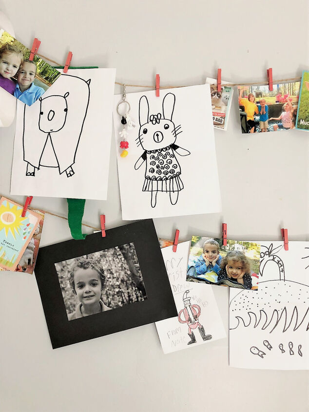 make an easy kids artwork display