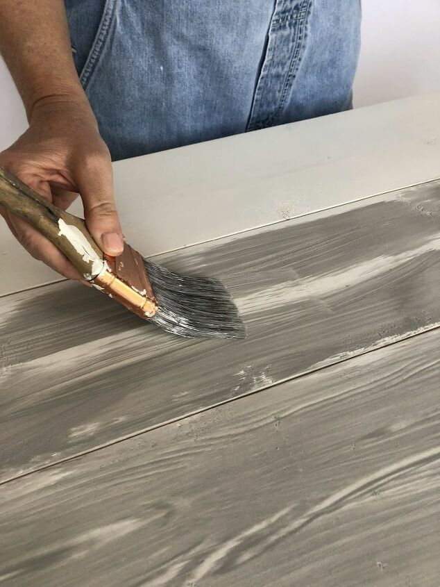 create the perfect farmhouse table with a painted wood grain effect