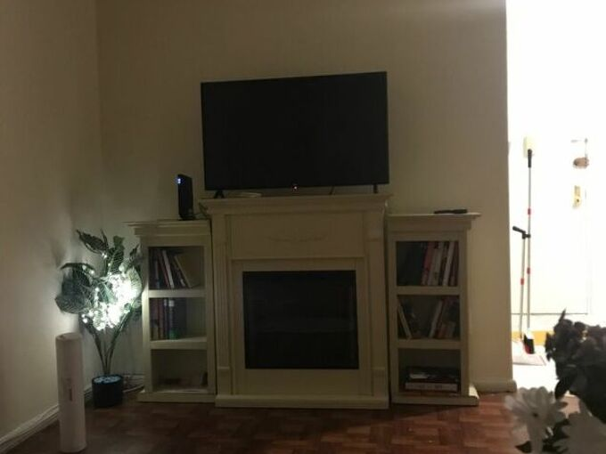 q paint an artificial fireplace with 2 adjoining book cases