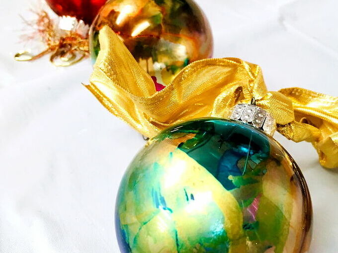diy alcohol ink ornaments easy diy ornaments for the holidays