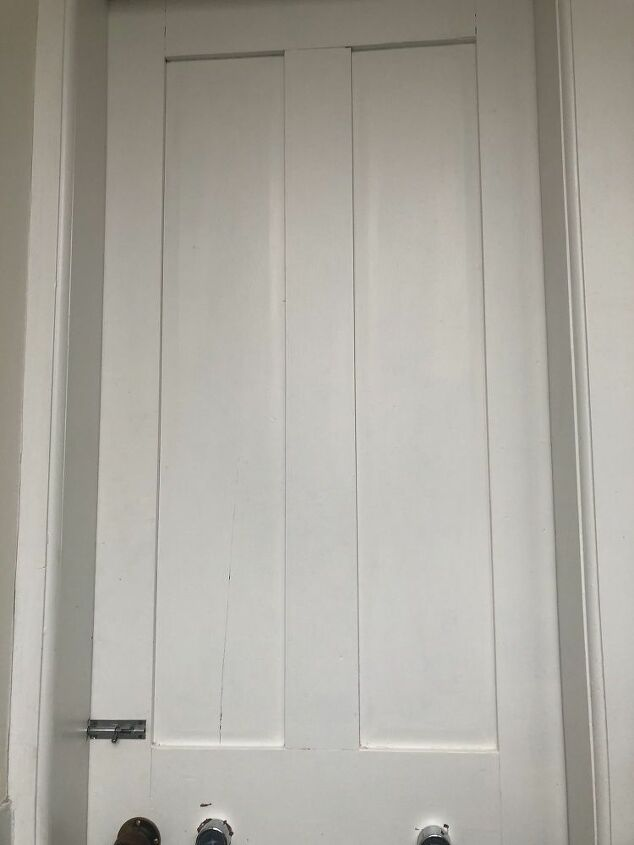 how to use free printables to decorate a downstairs bathroom door