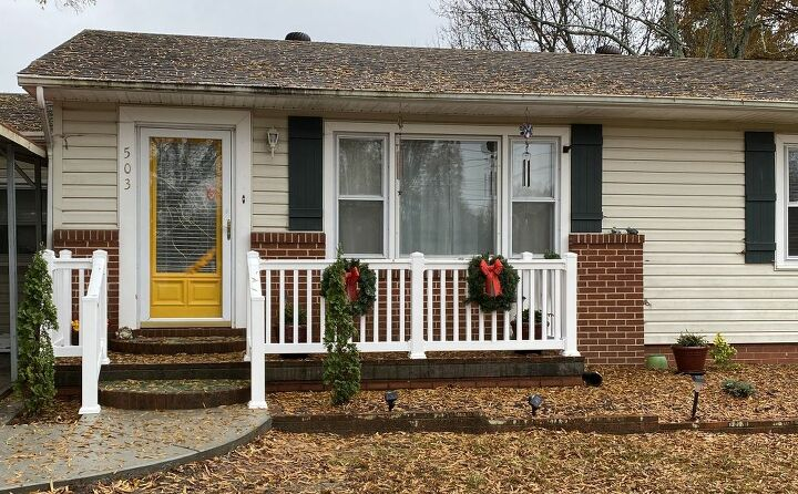 q how to decorate front porch that has railing
