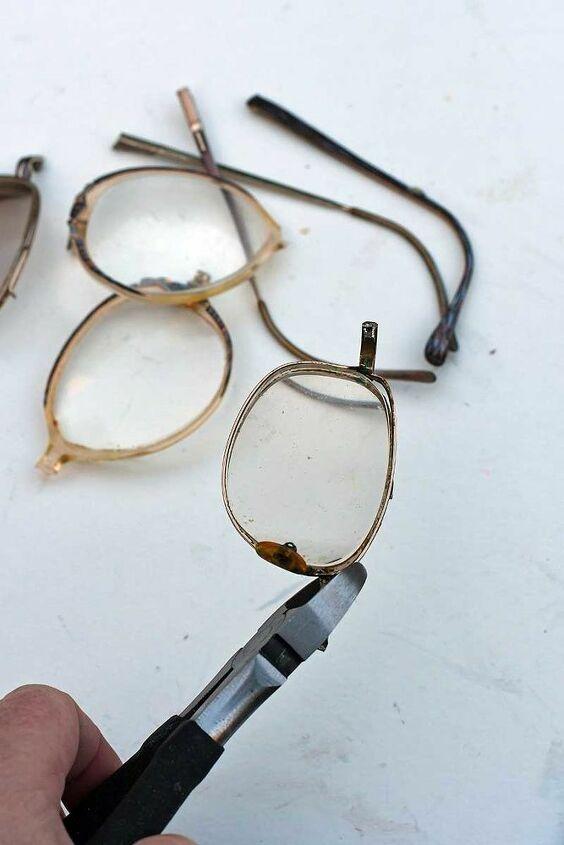upcycled eye glasses christmas tree ornaments