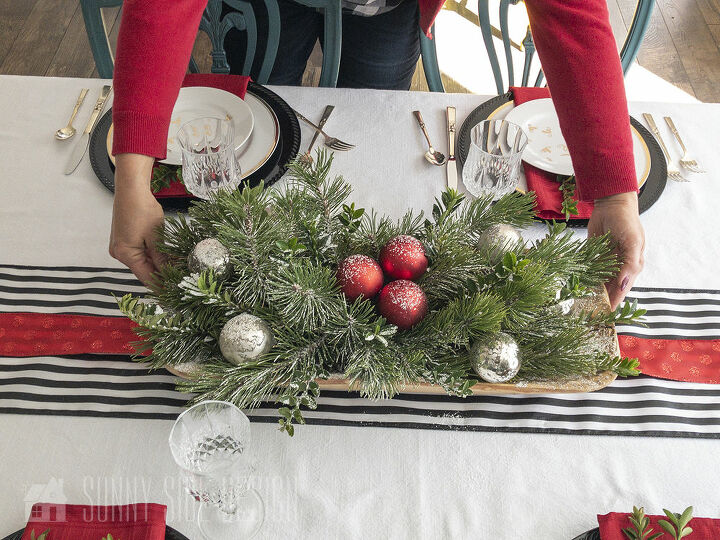 simple and festive holiday table decor