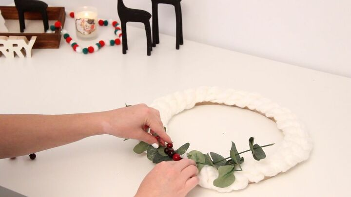 diy chunky yarn arm knit wreath