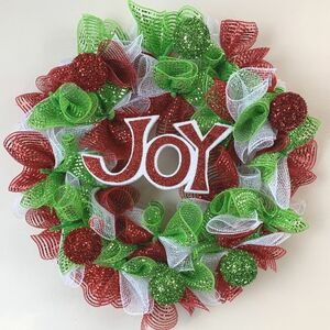 Make a deco mesh Christmas wreath for under $10!