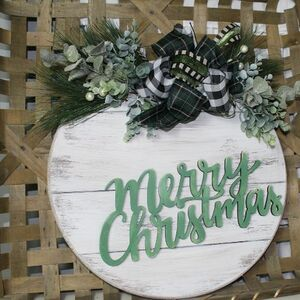 You might want to save this door hanger idea for Christmas!