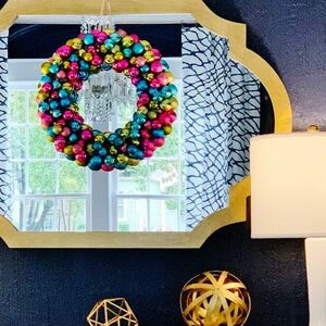 Make this jaw dropping ornament wreath