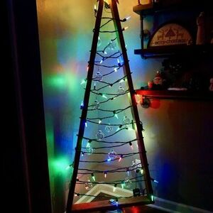 Create a unique Christmas tree with 2x4s!