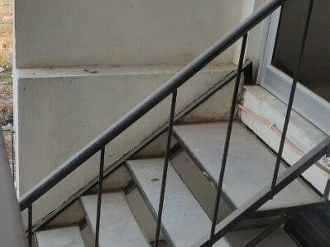 q platform on stairs