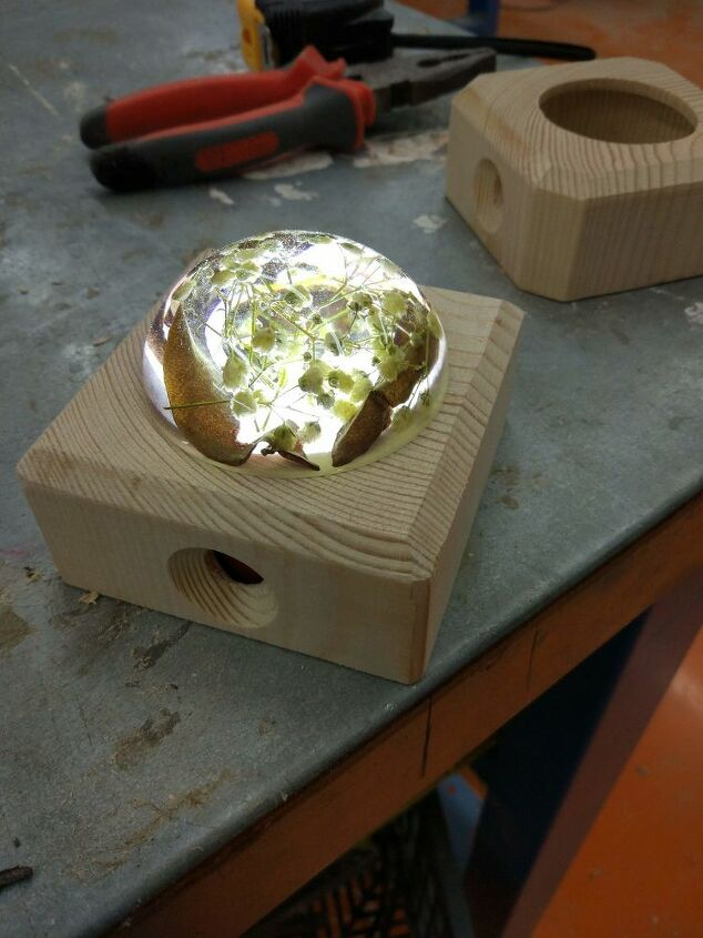 epoxy and flowres lamp