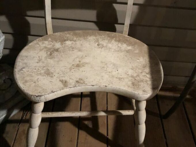 q how do i refurbish this weathered chair and paint it blue