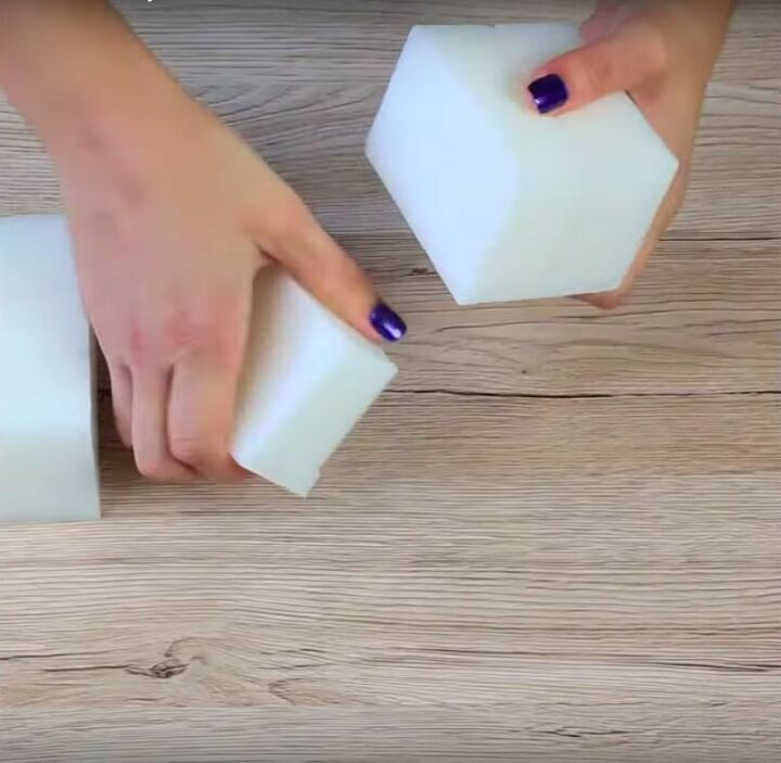pour wax over ice for this fun decor idea