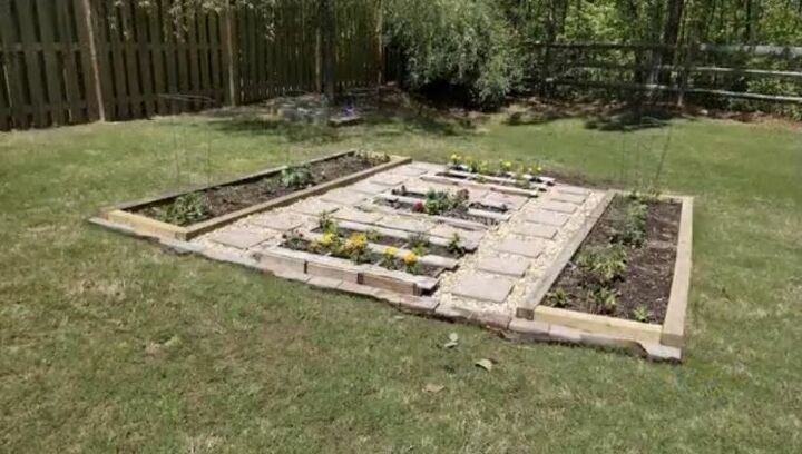 Upcycle Pallets to Build an Almost Free Vegetable and Herb Garden Bed