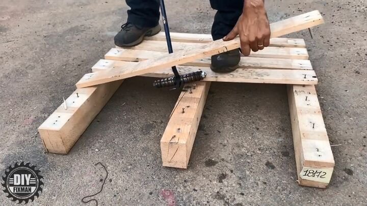 how to make a pallet breaker pry bar