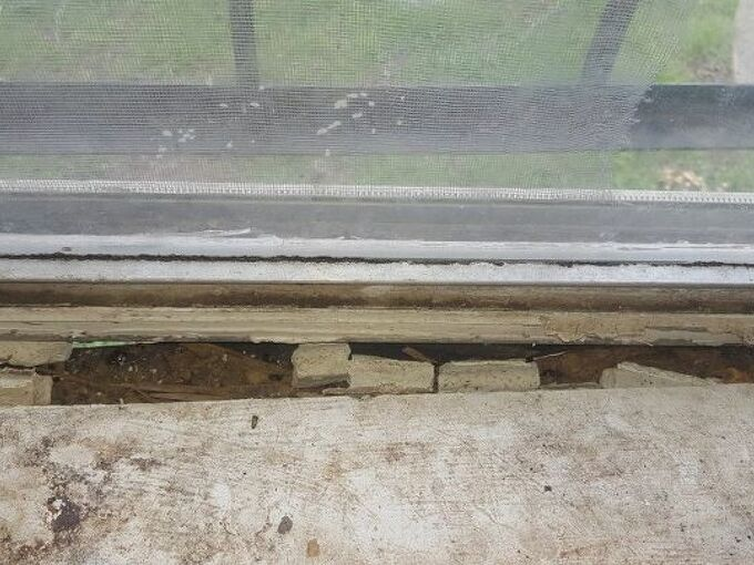 q is there anyway to repair this window frame