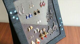 q how would i make an earring holder