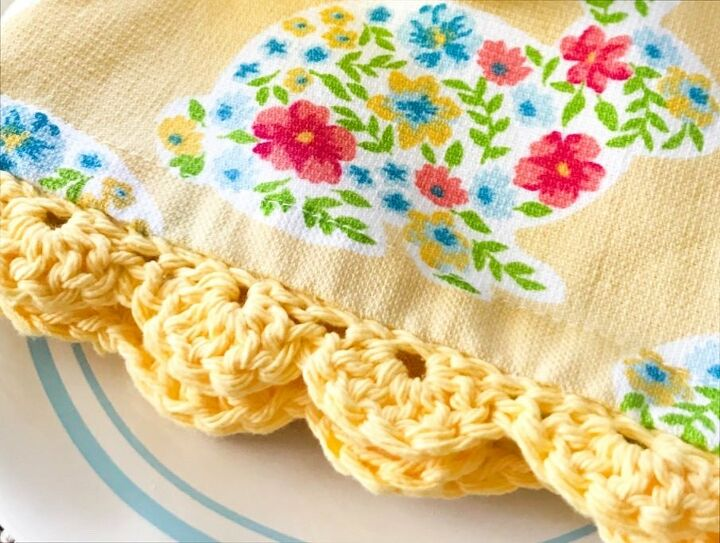 how to add a pretty crocheted edge to a tea towel