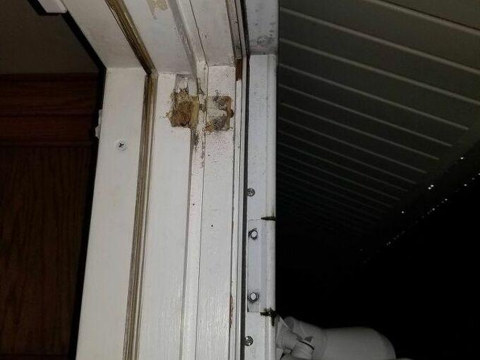 q how to fix this storm door hinge