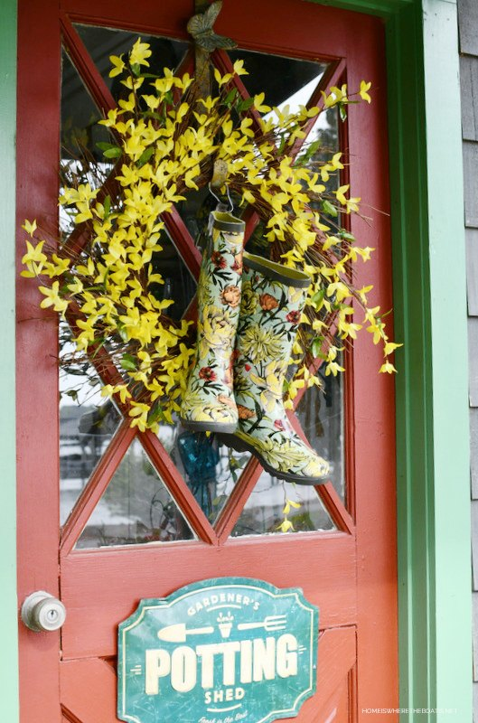 diy spring wreath with blooming wellies