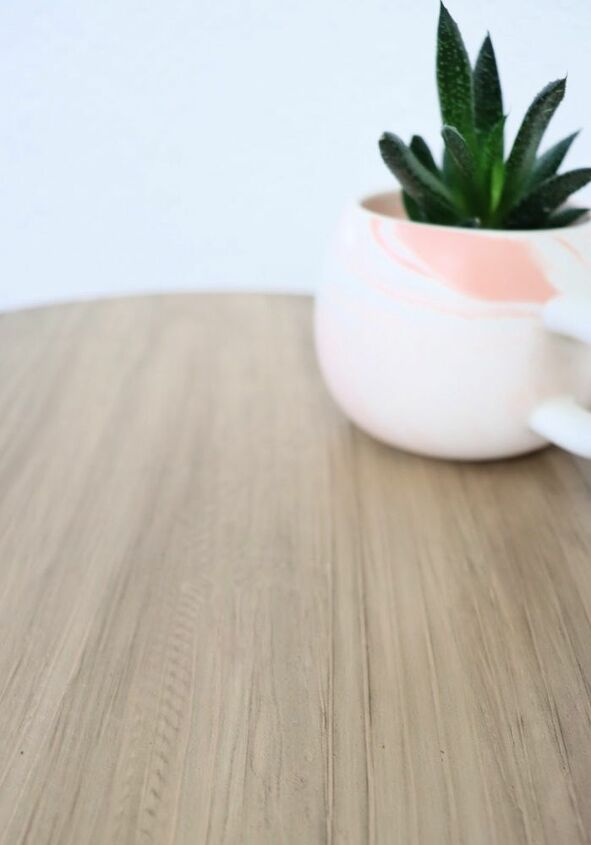 the easiest way to refinish a table perfect for beginners