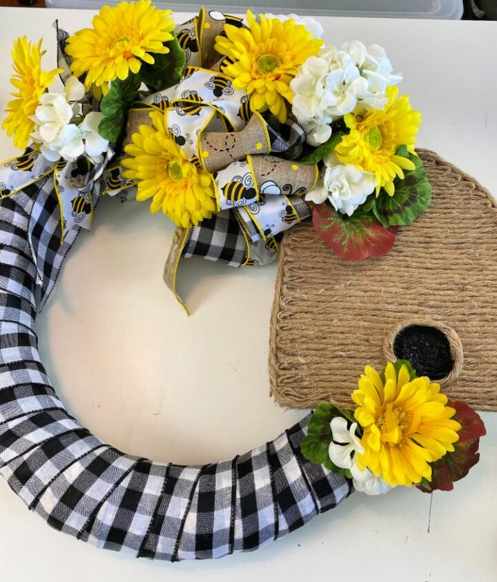 how to make a bee skep wreath