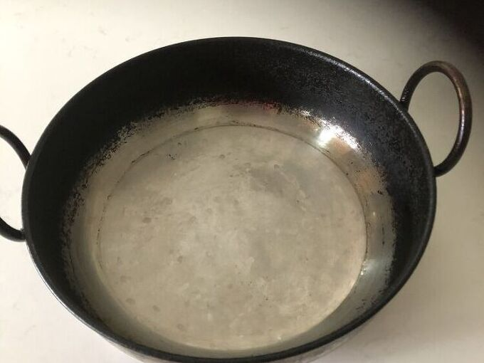 q how to clean the attached deep frying pan