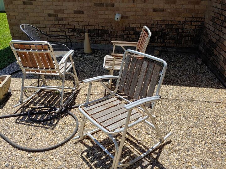 q how to clean old tube aluninum chairs