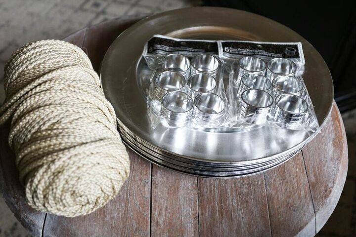 diy farmhouse plate chargers and napkin rings