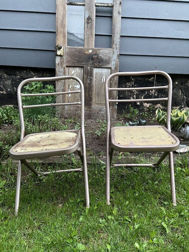 metal chair makeover and magic chalk transfer method