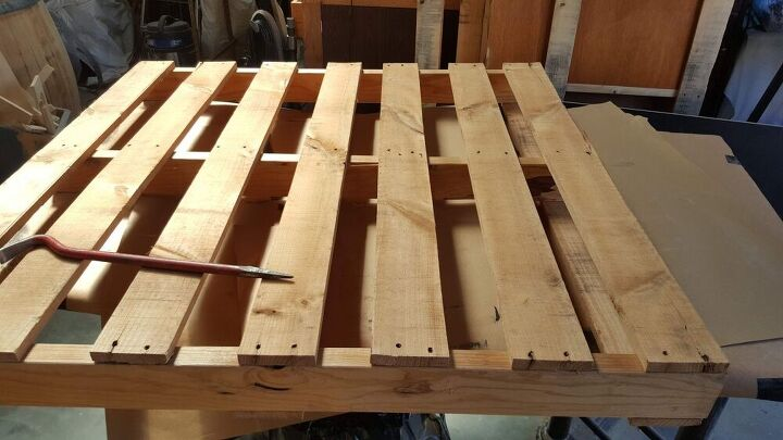 how to make a wall bar using a pallet