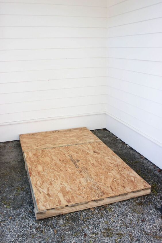 how to make an outdoor playhouse from pallet