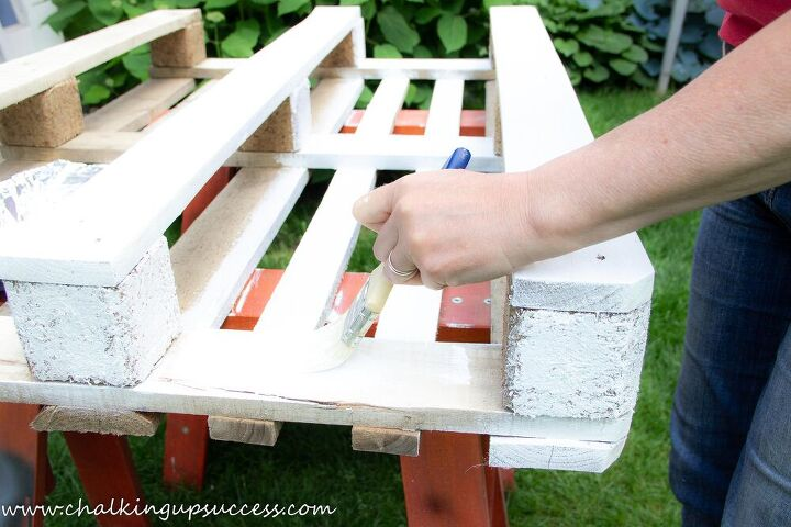how to make a pretty pallet planter