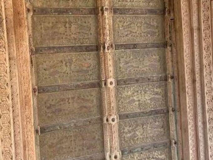 paint ideas for a haveli persian door