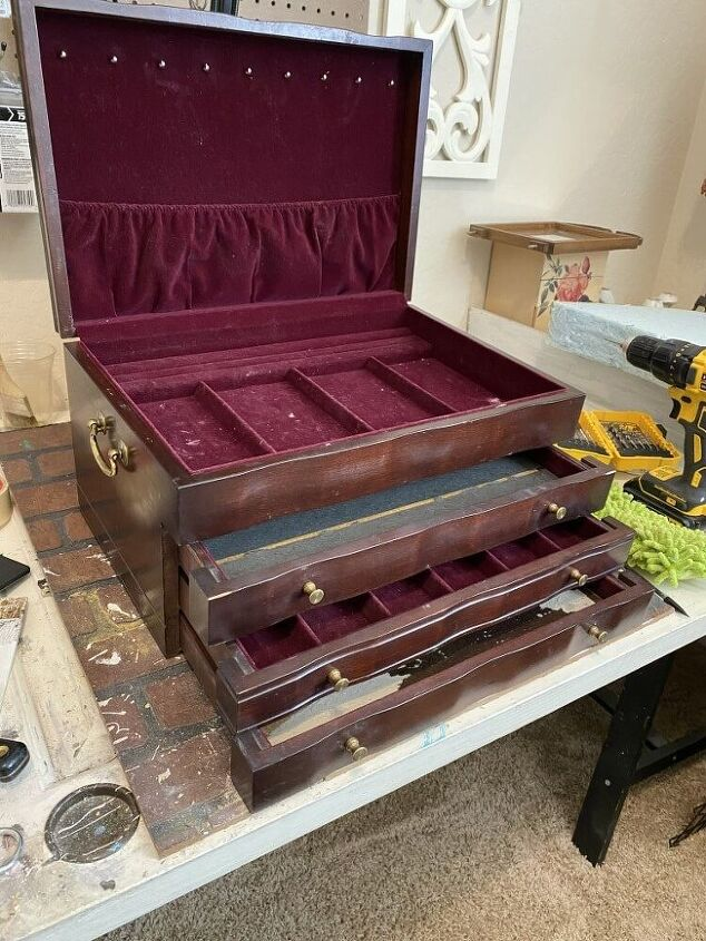 outdated jewelry box gets a makeover