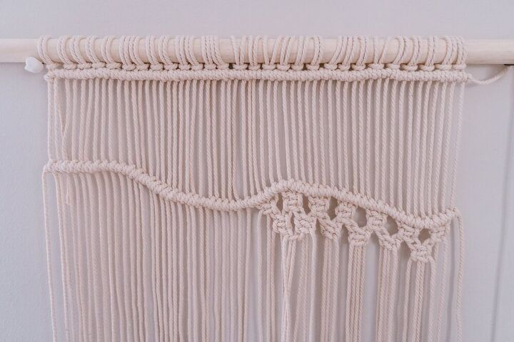 easy cheerful macrame wall hanging with naturally dyed rope