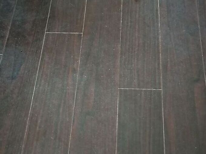 q cleaning laminate which has some white patch