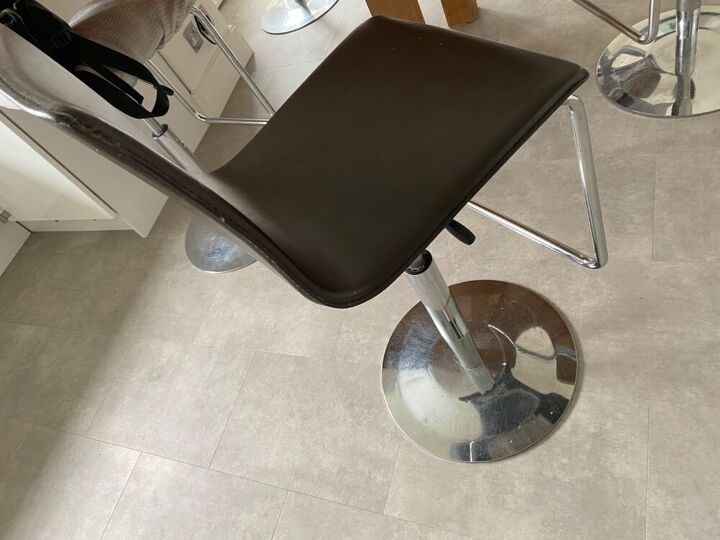 q how can i recover these moulded bar chairs