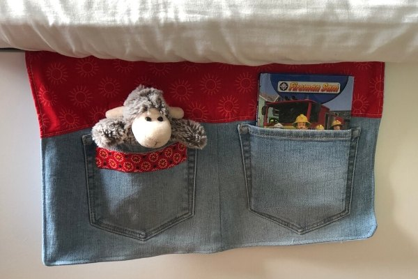 how to make a bedside pocket organizer from old jeans
