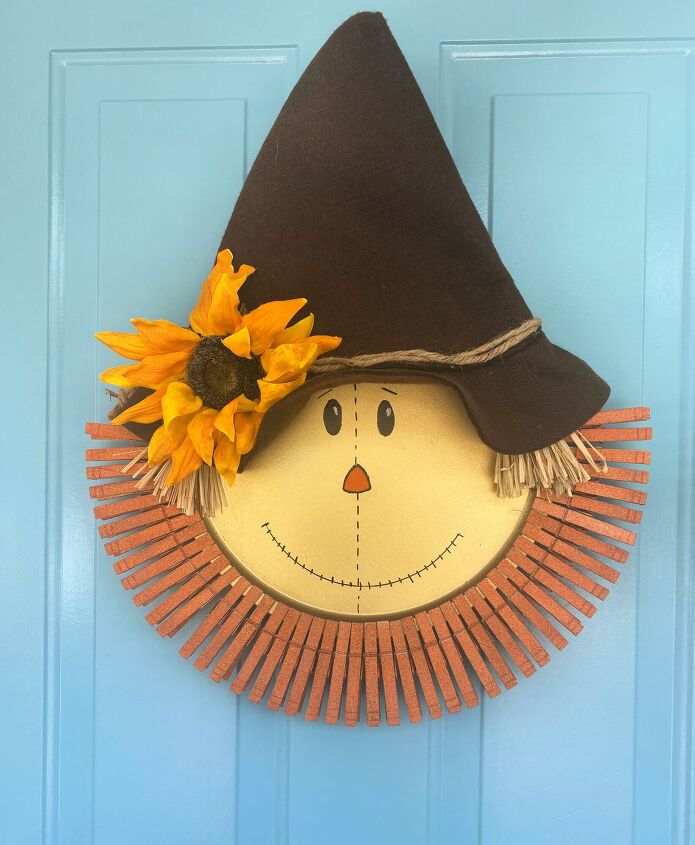 s 9 fall wreath ideas you won t see on anyone else s front door, Pizza Pan Scarecrow